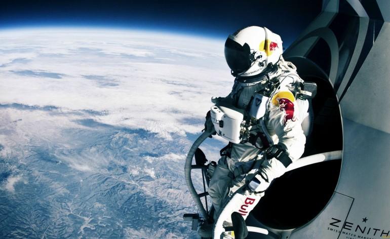 Феликс Баумгартнер снимал свой полет на GoPro, например...