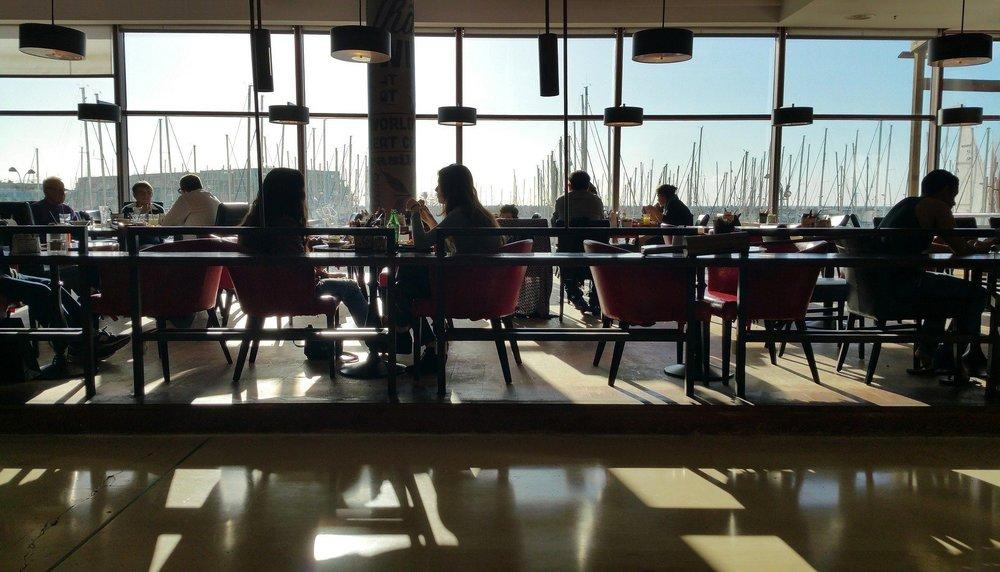 restaurant-1756687_1920.jpg