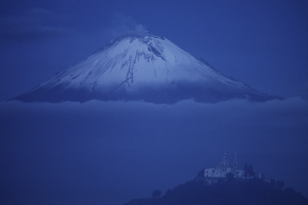Popo_volcano w Los Remedios.jpg