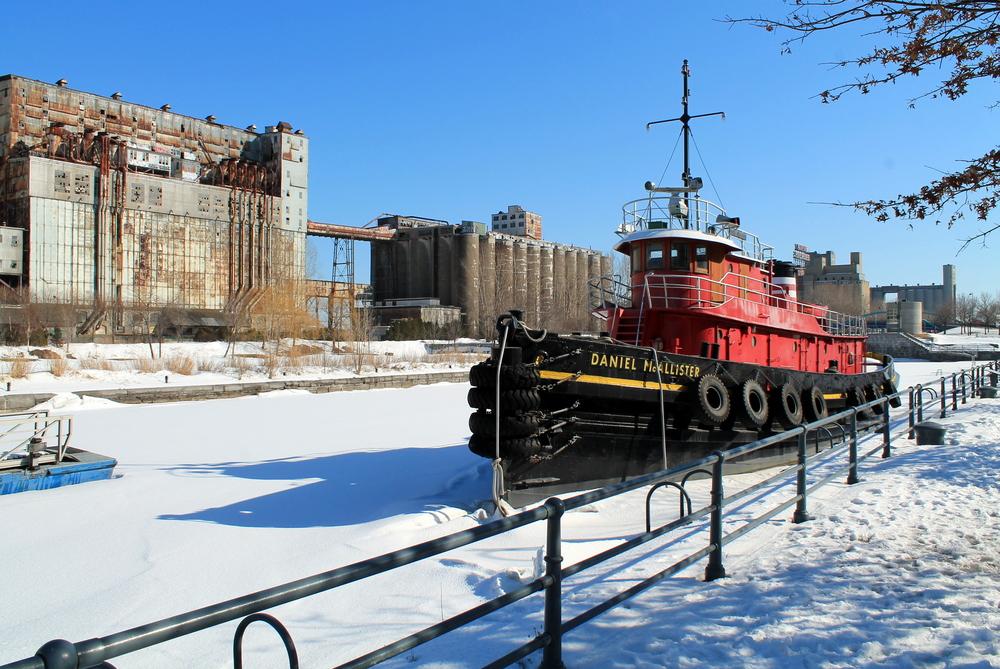 St-Laurent gelé dans le vieux port de Montréal, Qc