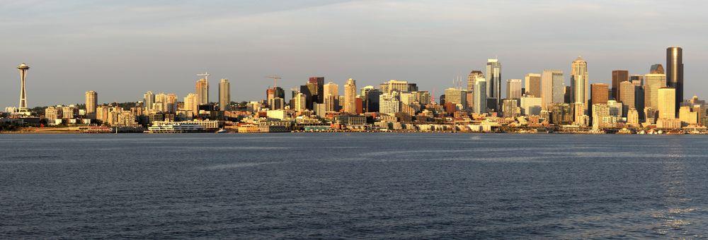 Vue de Seattle sur le ferry au départ de Bremerton, WA, USA