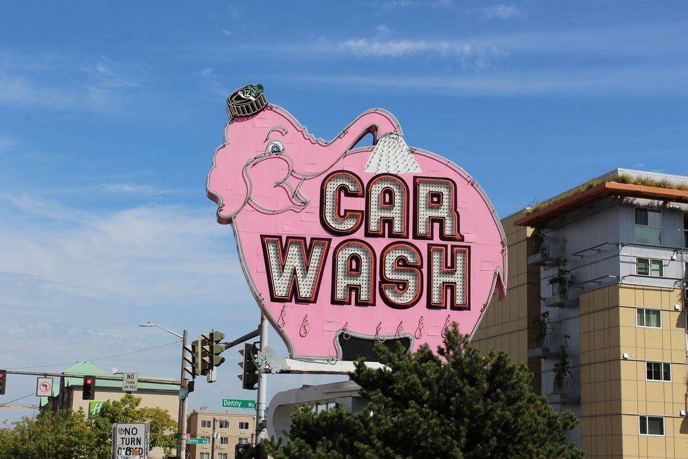 L'étrange éléphant rose d'une station de lavage attire notre attention, Belltown, Seattle, WA, USA