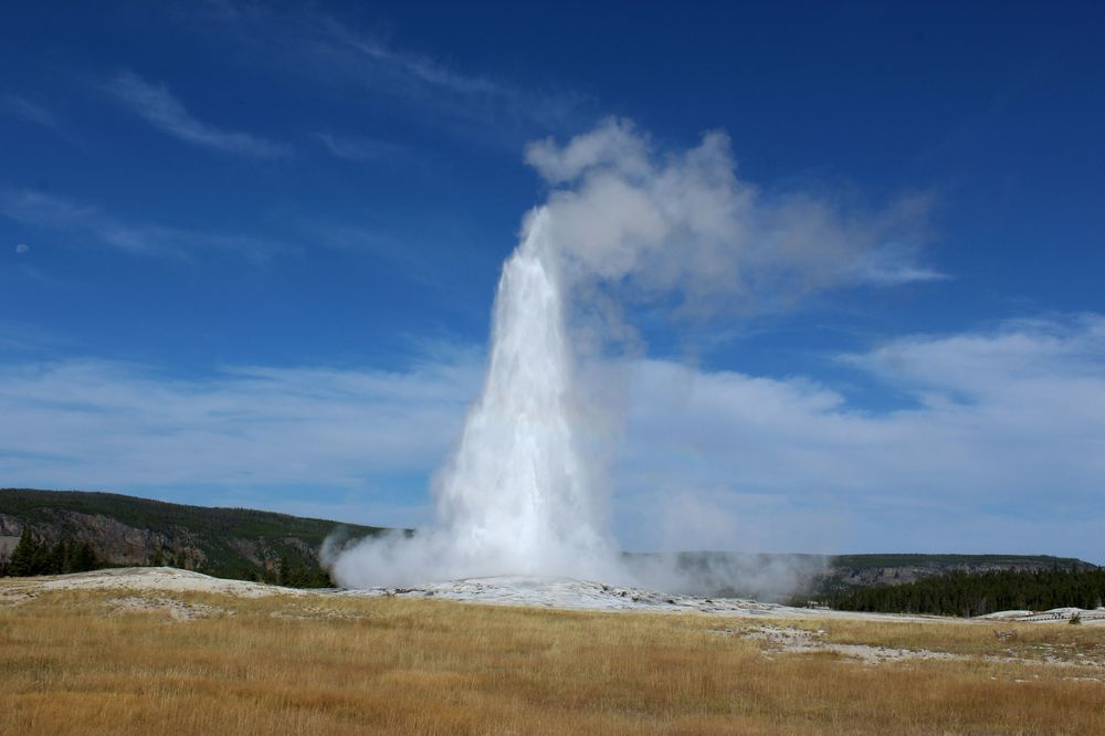 Old Faithful, Upper Geyser Basin, Yellowstone National Park, WY, USA