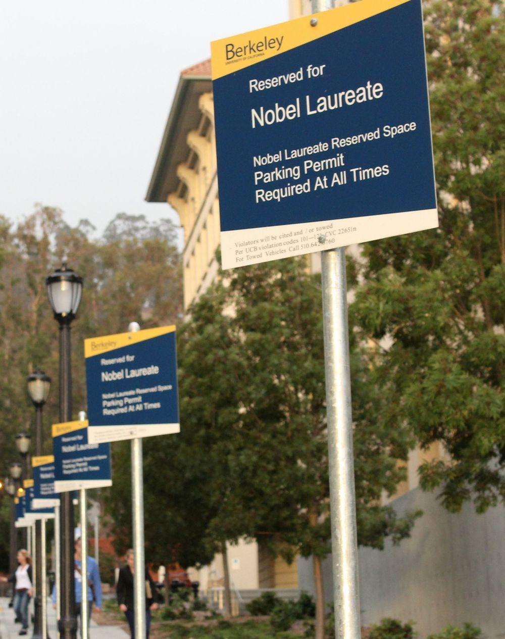 Stationnement réservé pour les lauréats d'un prix Nobel, Campus de Berkeley, San Francisco, CA, USA