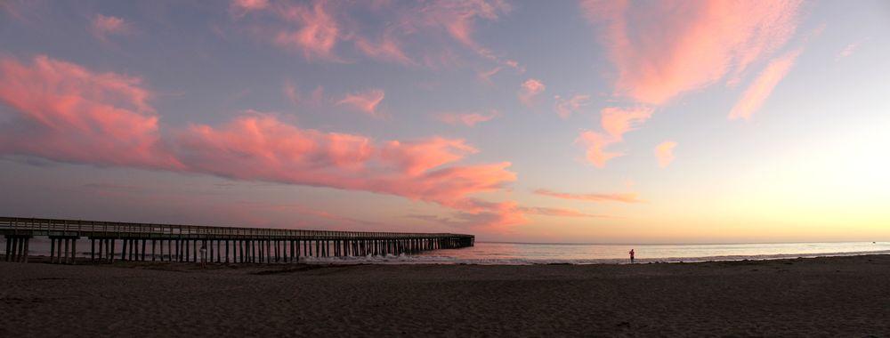 Coucher de soleil sur la plage de Morro Bay, CA, USA