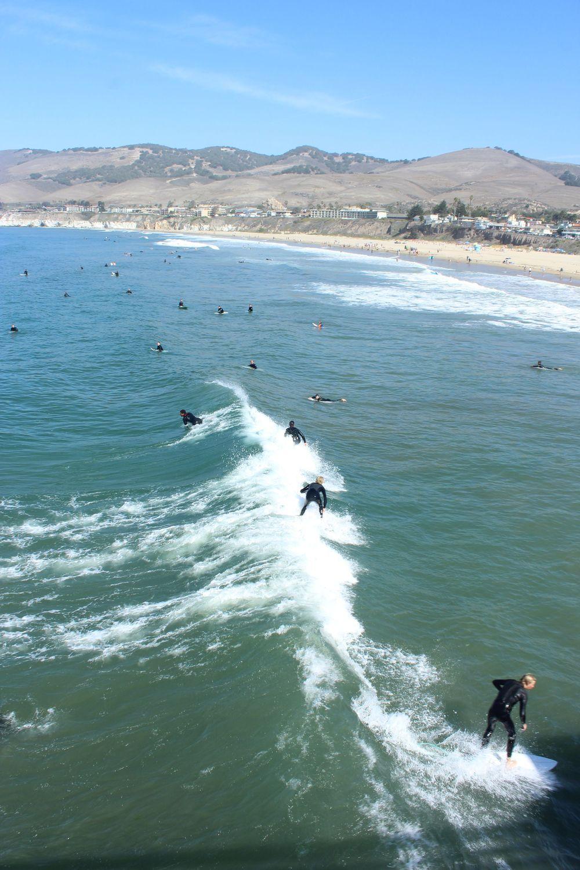 Surfeurs à Prismo Beach, CA, USA