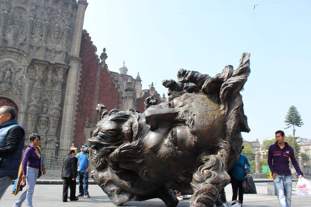 Sculpture sur le Zocalo, Mexico City, D.F, Mexique