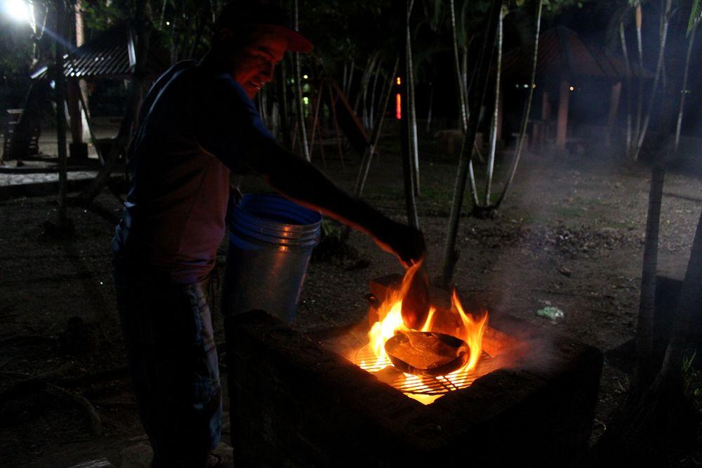 Soirée barbecue, Rio Dulce, Izabal, Guatemala