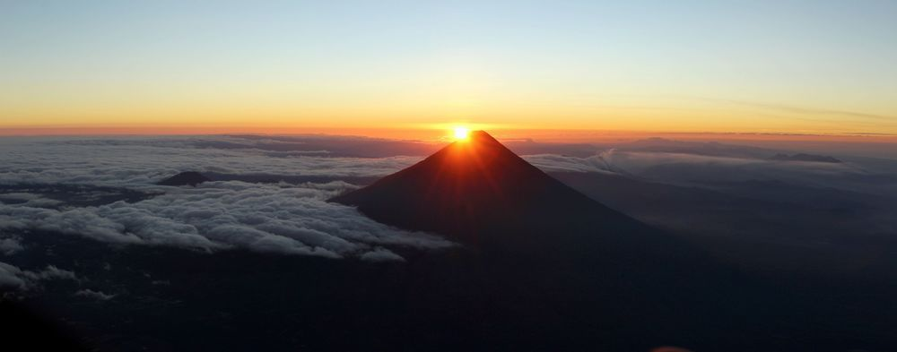 Vue sur le volcan de Agua, Volcan Acatenango, Antigua, Guatemala