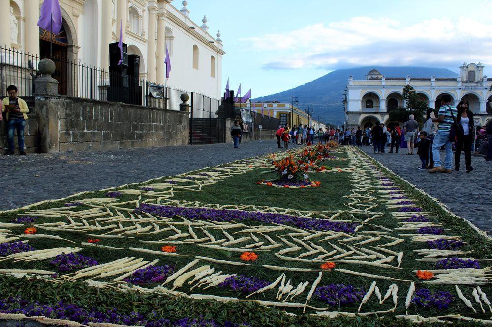Offrandes dans les rues d'Antigua, Guatemala