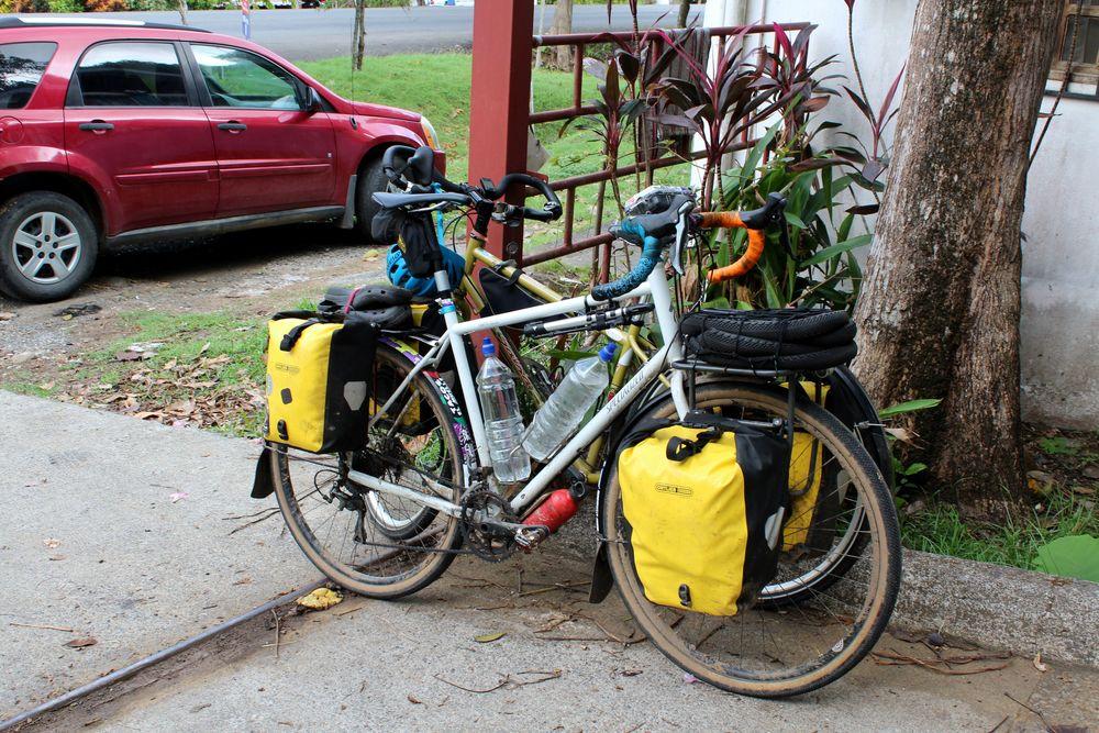 Voiture VS vélo, Chez Nicolas, Jaco, Puntarenas, Costa Rica