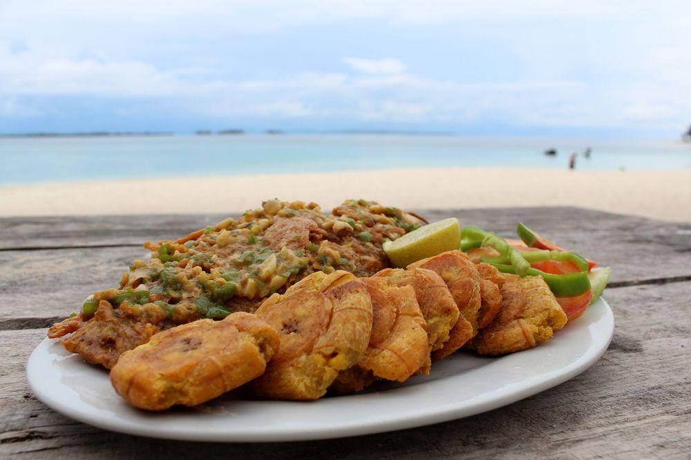 Dernier repas au paradis et dernier poisson, Mojarra à l'ail et patacones, Perro Grande, San Blas, Panama
