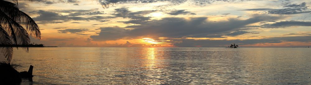 Coucher de soleil sur l'île de Perro Grande, San Blas, Panama