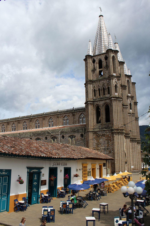 Eglise de Jardin et sa place centrale, Jardin, Antioquia, Colombie