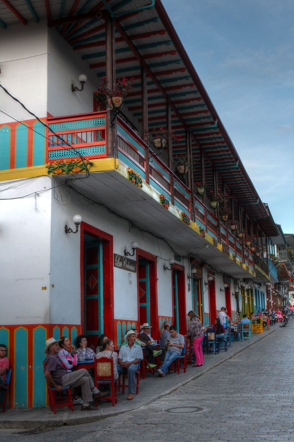 Les bars animés de la place, Jardin, Antioquia, Colombie