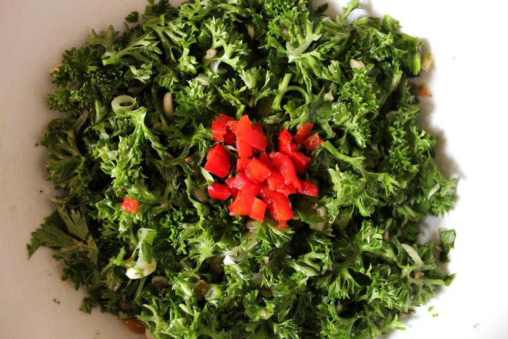 Persil,coriandre et piment rouge hachés