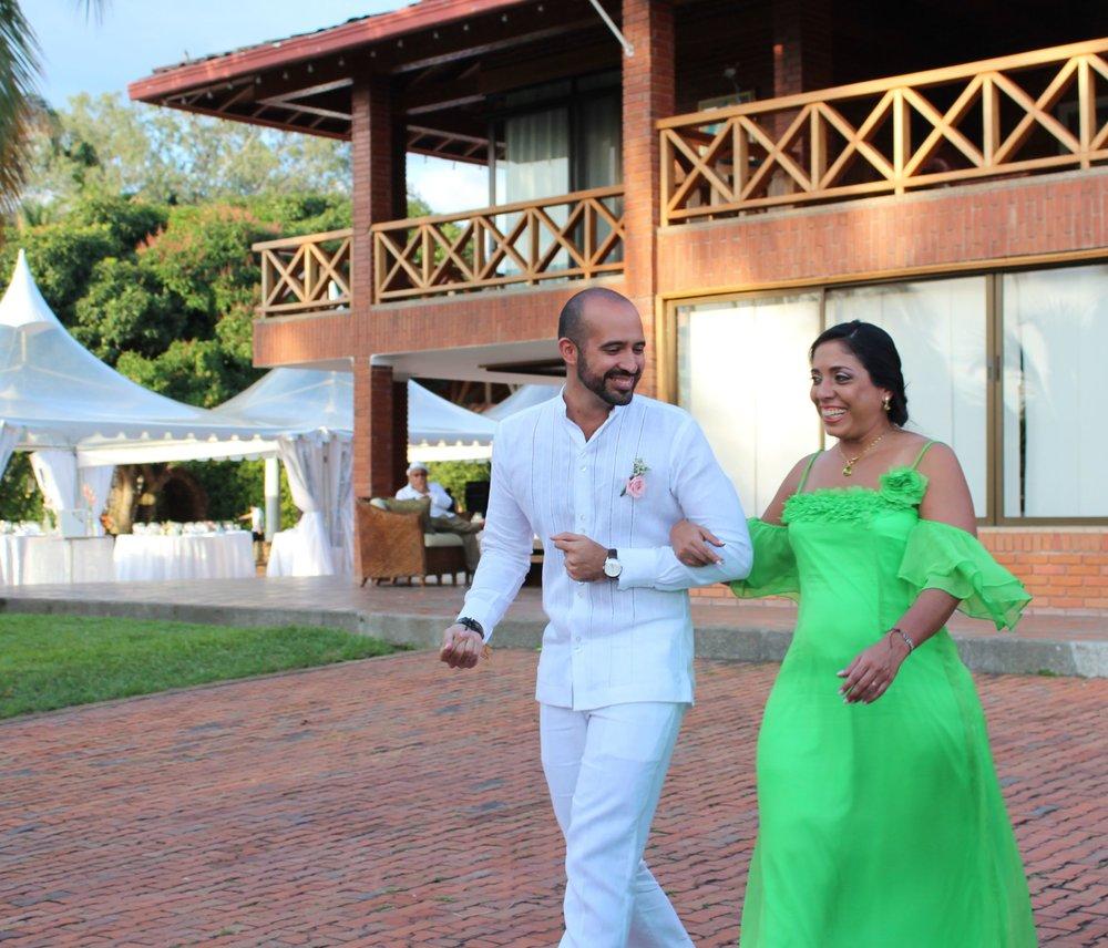 Santi au bras de sa maman, Pereira, Quindio, Colombie