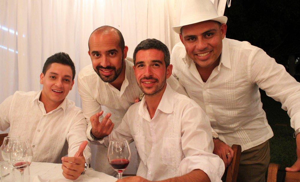 Santi, ses cousins et Romain (avec son coup de soleil), Pereira, Quindio, Colombie