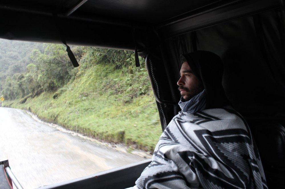 La longue route jusqu'à Pasto à l'arrière du pick-up, Mocoa, Putumayo, Colombie