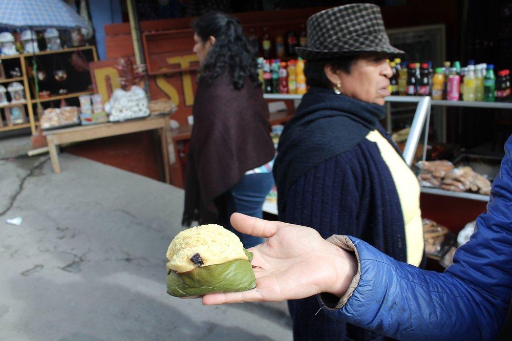 Quimbolito, gâteau de maïs cuit vapeur dans une feuille d'achira, Ipiales, Narino, Colombie