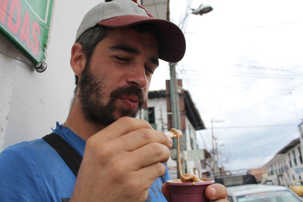 Dégustation de la Gelatina de Pata, San Agustín, Huila, Colombie