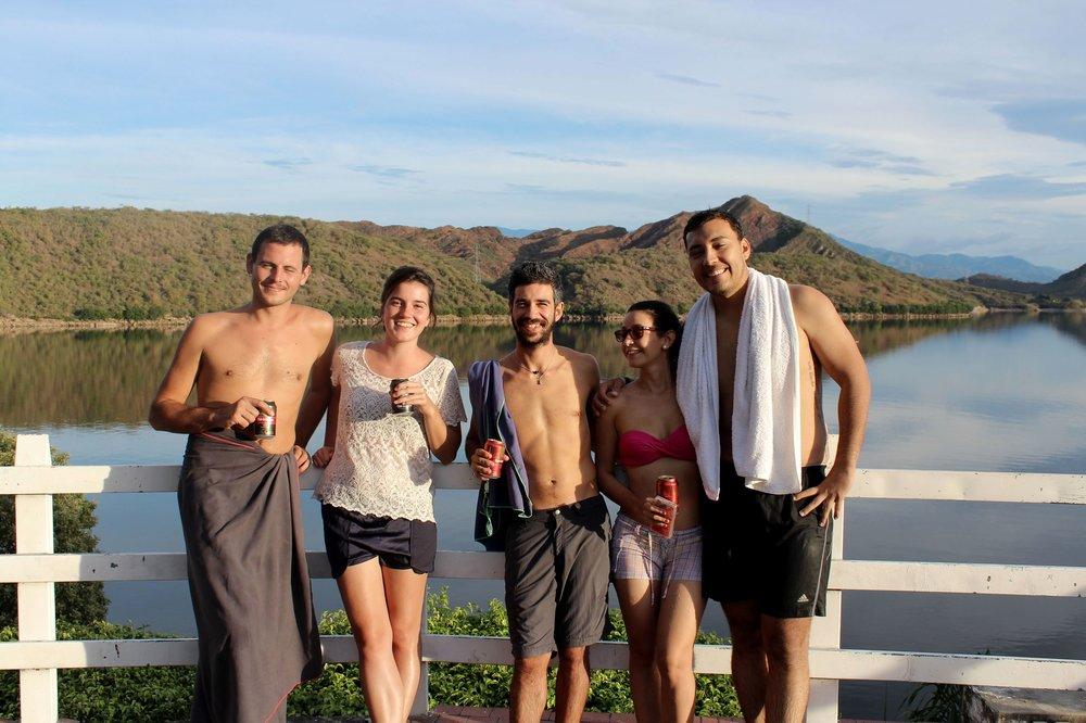 A la finca avec Maria de la Estrella (à droite) son petit ami et le couple de français, Neiva, Huila, Colombie