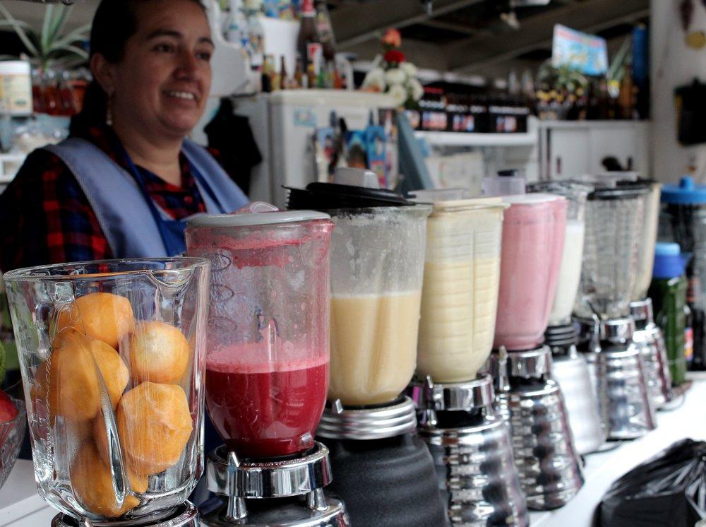 Statnd de jus de fruits frais, Marché de Cuenca, Azuay, Equateur