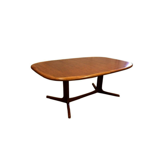 Dyrlund Dining Table