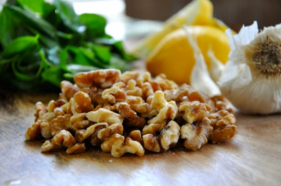 walnut-pesto-with-lemon