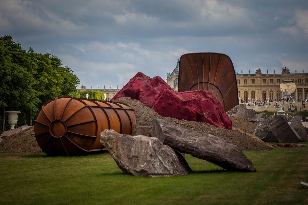 Anish Kapoor in the garden of Versailles.