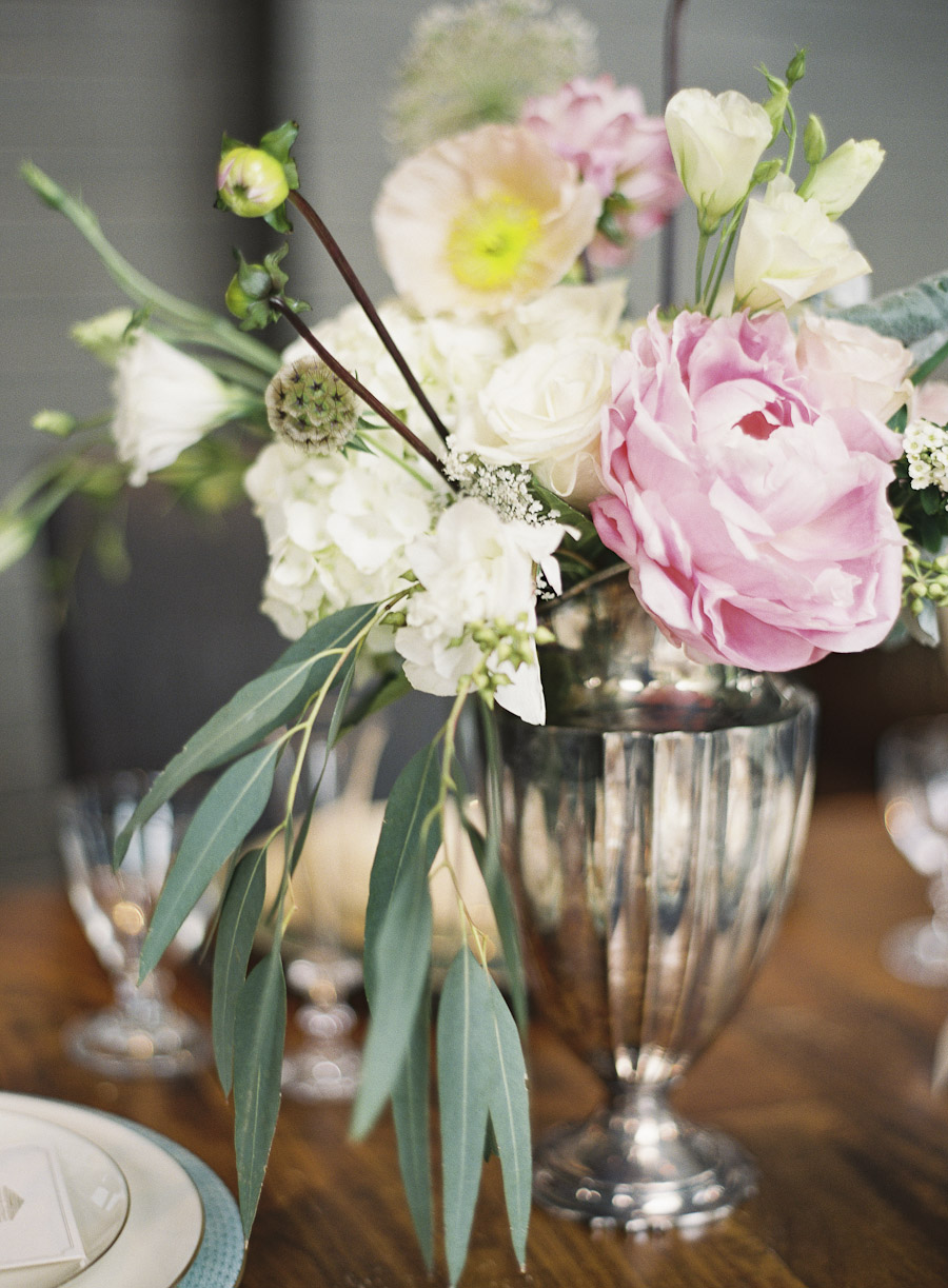 Rosegolden Flowers / Rylee Hitchner Photography / Ginny Au Styling
