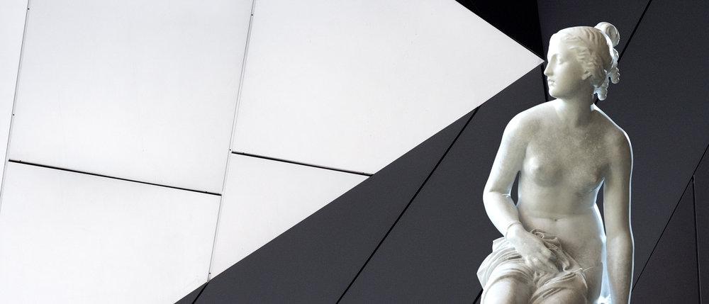 banner-statue.jpg