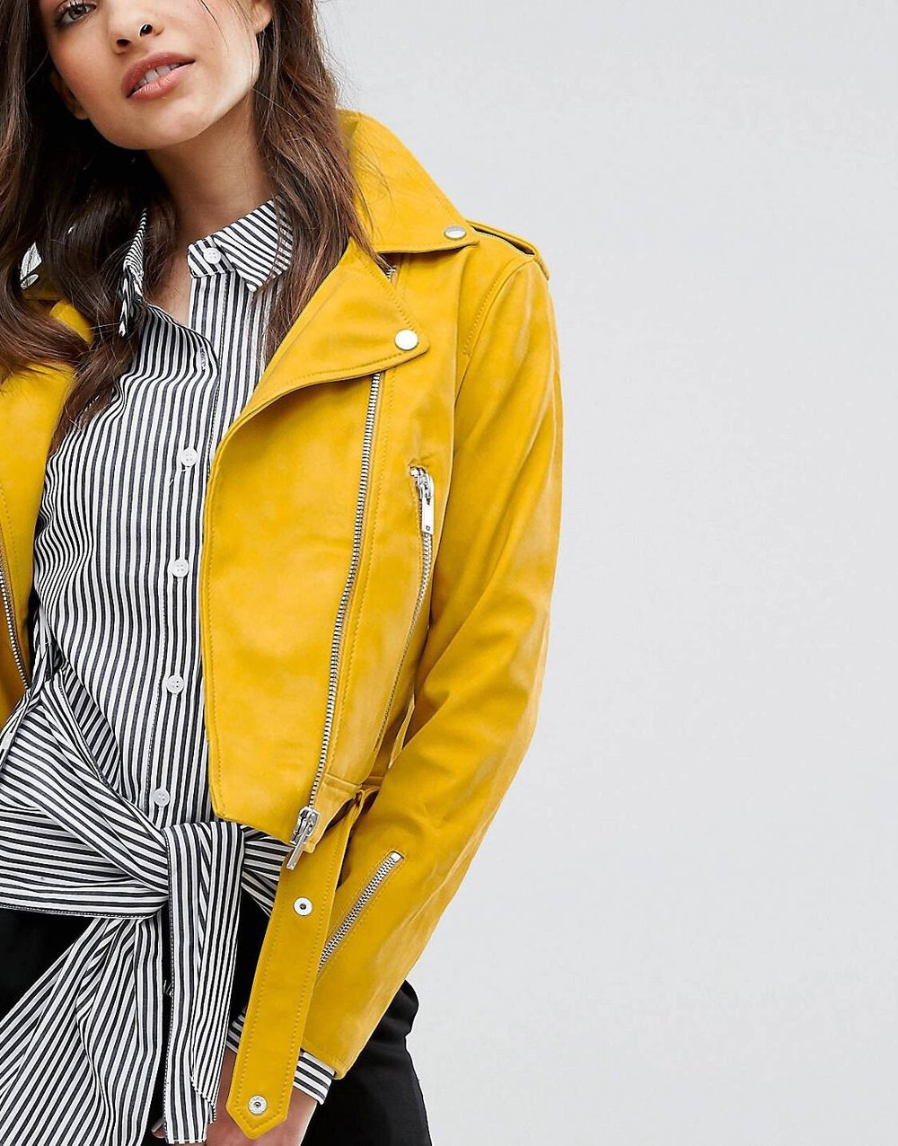 - I hate being in the wrong type of outerwear when I rains, e.g. a blazer or sometimes even a duster. I prefer something the rain can just roll right off.Throw a leather jacket over my hoody and we good.