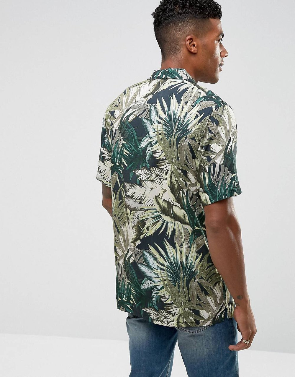 Â£21.99 Pull&Bear Revere Shirt - Feeling the price tag more than the actual print. Leaf prints are still loitering around but erm, it's been a while now. Time for them to wilt away to be honest. Y'all see what I did there? Leaf, wilt - Ayee