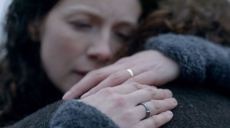 Outlander-1x08-Between-Two-Worlds-470x263.jpg