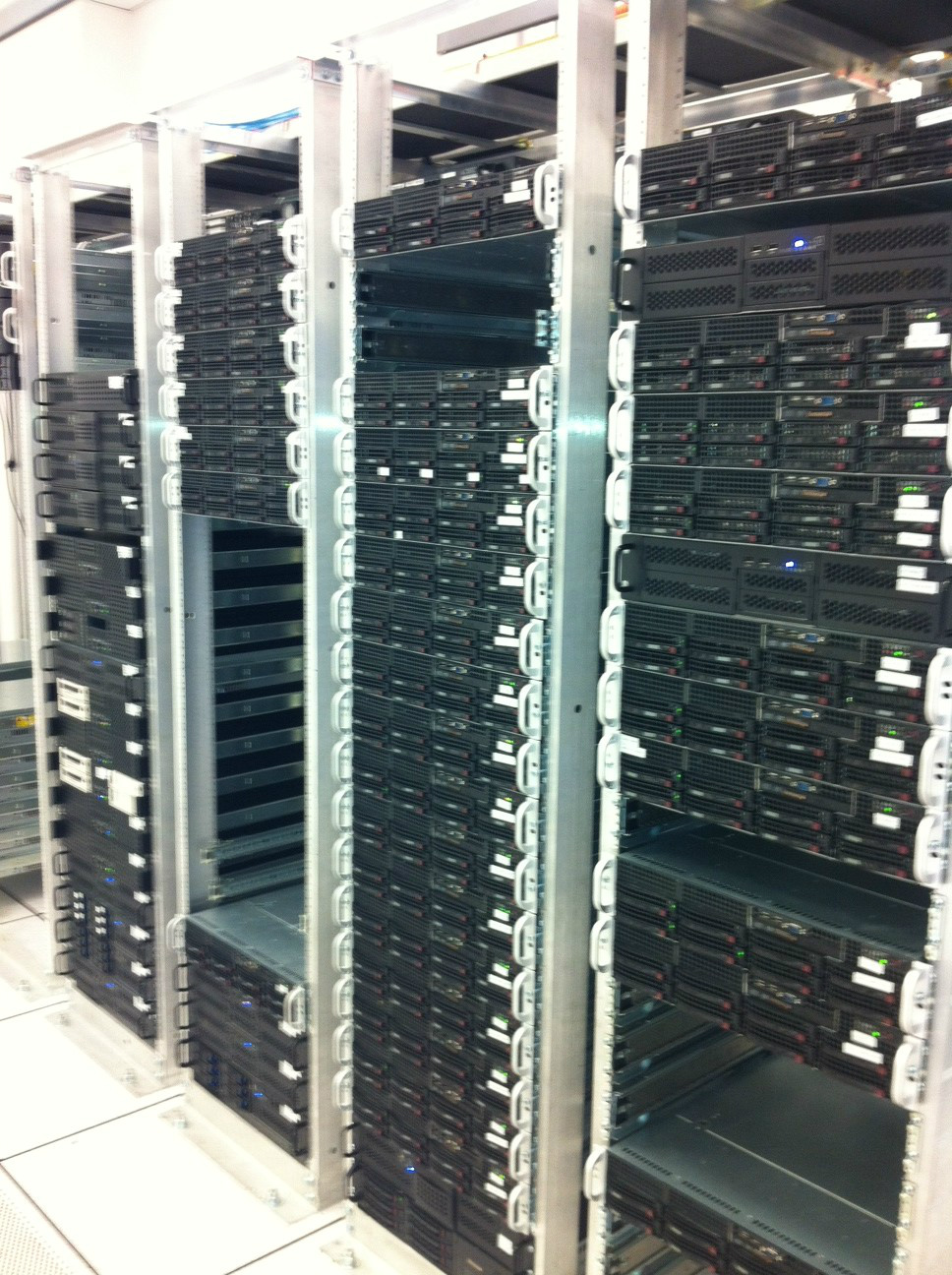Cari.net Cloud Datacenter server racks for dual power, dual switching, and custom or non-standard server designs