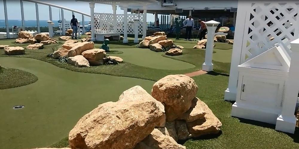 Miniature golf