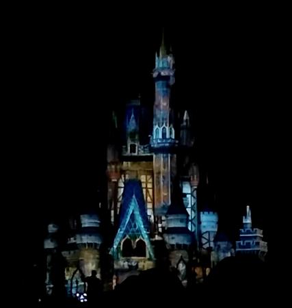 2016-01-13 WDW castle show 3.png