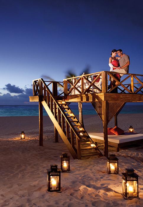 SERPC_RomanticDinner_Beach_1.jpg