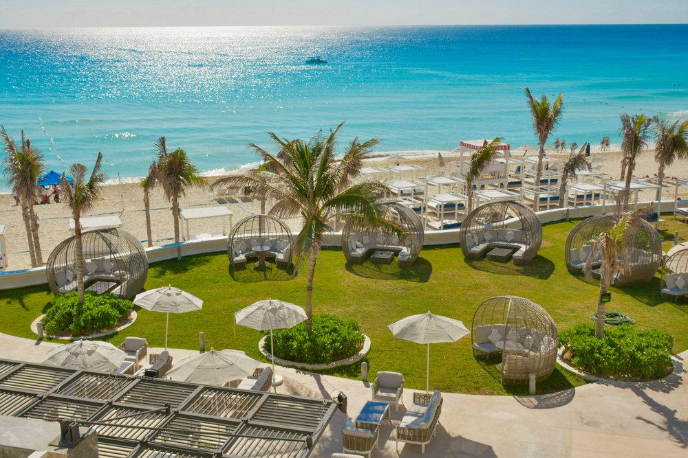 Sandos_Cancun_Bar_Two_02.jpg