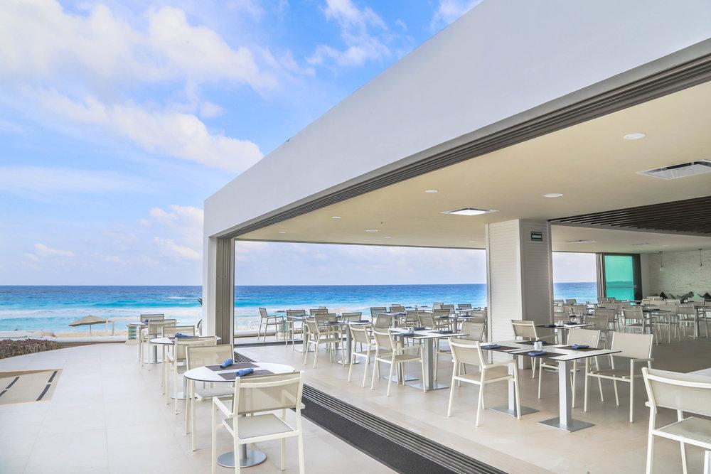 Sandos_Cancun_Rest_StTrop_14.jpg