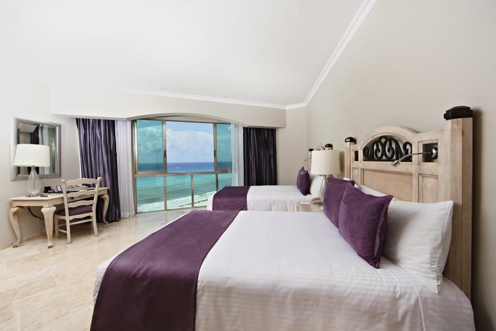 Sandos_Cancun_Room_Suite_Caribe_06.jpg