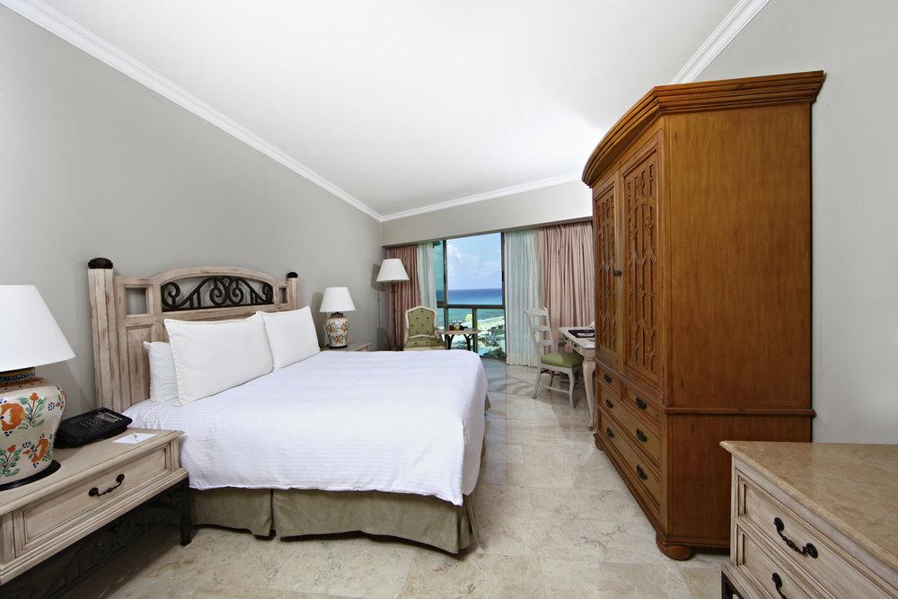 Sandos_Cancun_Room_Superior_04.jpg