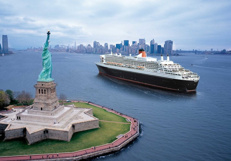 RF15610 - Queen Mary 2 New York USA Destination Statue of Liberty Sailing up to Hudson River Exterior view Manhatten Skyline. -- QM2 New York.jpg