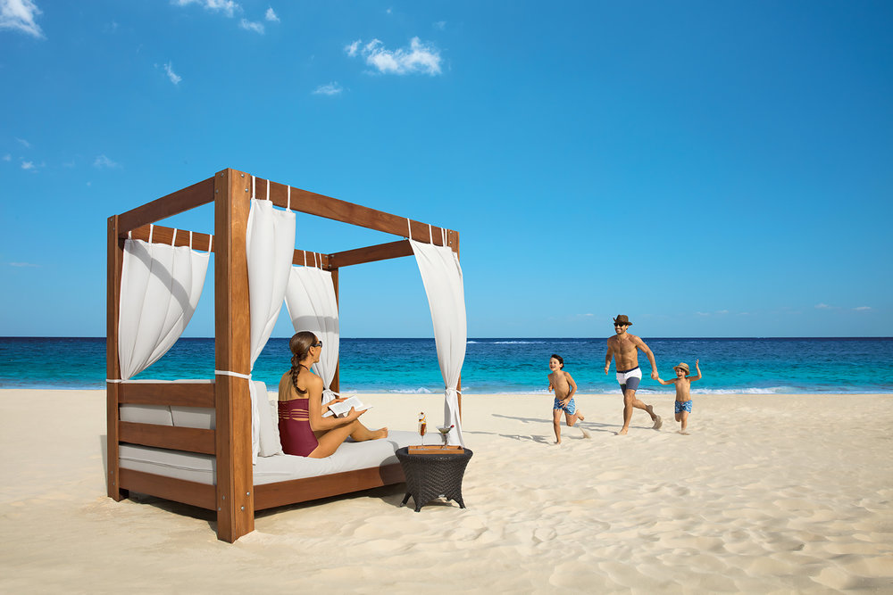 DRERC_Family_BalineseBed_Beach_2A.jpg