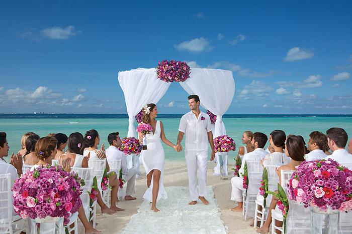 DRESC_WED_Beach_Guests_1.jpg