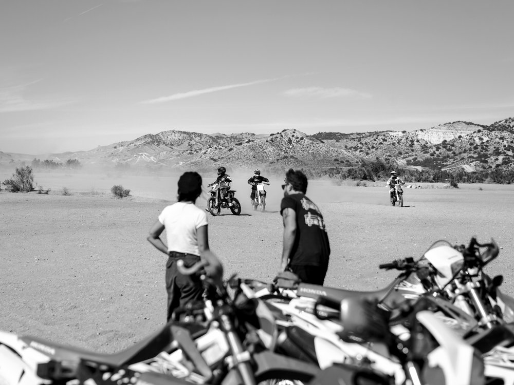 LA038_Johnny_TheMotoAdventurist_DesertRide_MG_8863-2.jpg