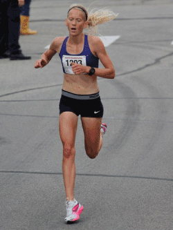 Maria Hauger setting a women's course record in 2013.