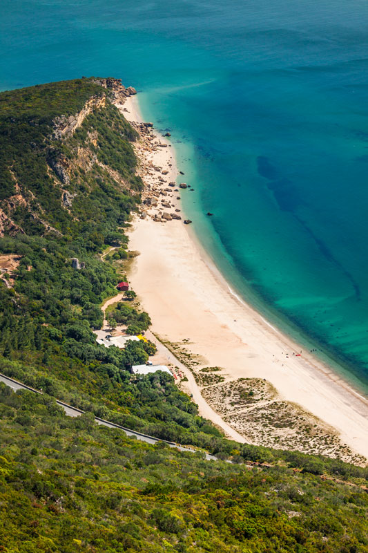 A CHARMING REGION IN THE SOUTH OF LISBON, KNOWN BY THE ARRÁBIDA MOUNTAIN NATURE AND THE GOLDEN BEACHES. -