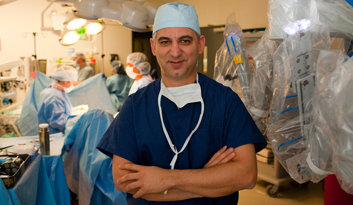 Dr. David Samadi in the operating room with his team and the da vinci robot